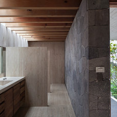 Modern Bathroom by Eduardo Hernandez Ch. Architect / CHK Arquitectura