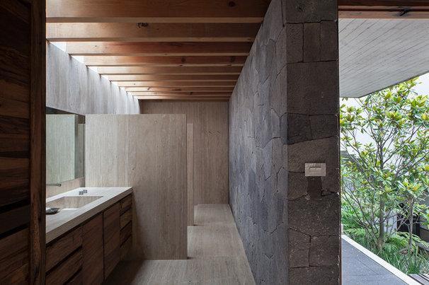 Modern Bathroom by Eduardo Hernandez Ch. Architect / CHK Arquitectura