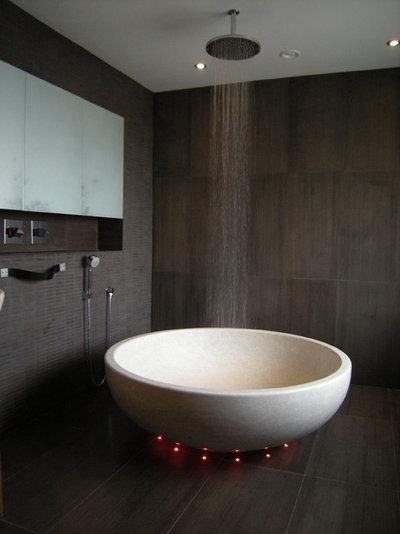 Contemporary Bathroom by DMVF Architects