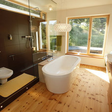 Modern Bathroom by WELISCH + ENGL GmbH