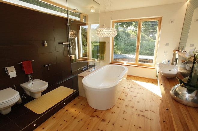 Modern Bathroom by WELISCH + ENGL GmbH