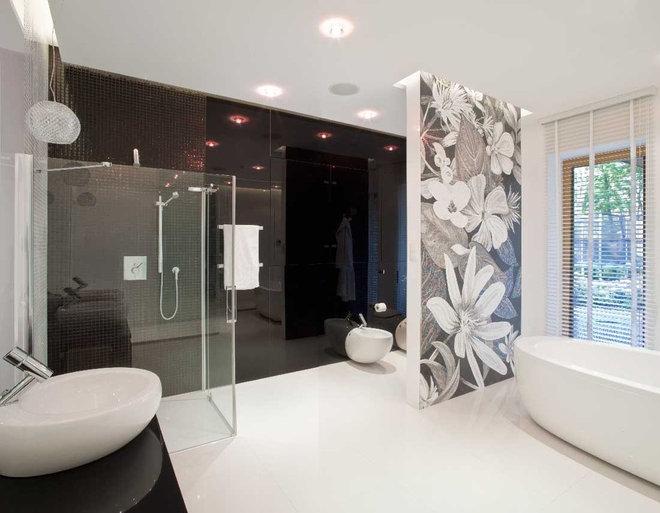 Modern Bathroom by nasciturus design