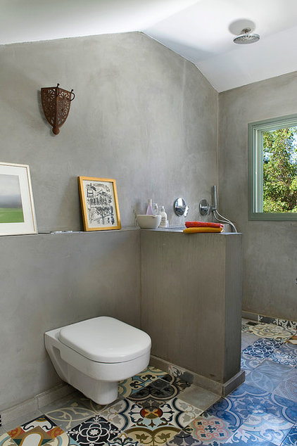 Eclectic Bathroom by Dana Gordon + Roy Gordon: Architecture Studio