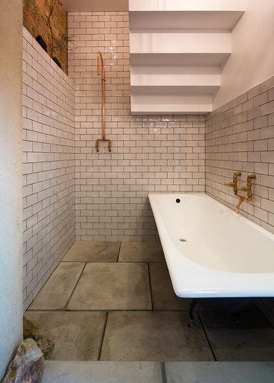 Industrial Bathroom by Tsuruta Architects