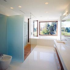 Modern Bathroom by Taylor Smyth Architects