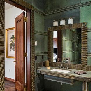 Modelo de cuarto de baño principal, actual, de tamaño medio, con ducha abierta, baldosas y/o azulejos verdes, paredes verdes, suelo de cemento, lavabo bajoencimera, suelo gris, ducha abierta, sanitario de una pieza, baldosas y/o azulejos de metal y encimera de cobre