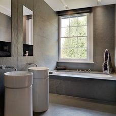 Contemporary Bathroom by Gregory Phillips Architects