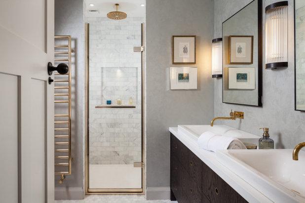 Klassisch modern Badezimmer by Kitchens By Holloways