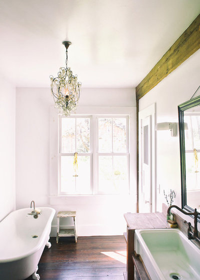 Shabby-chic Style Bathroom by Michelle Pattee