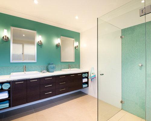 badezimmer mit einbauwaschbecken und mosaikfliesen design ideen beispiele f r die badgestaltung. Black Bedroom Furniture Sets. Home Design Ideas