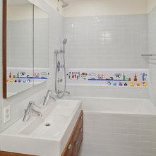 Modern Bathroom by Mabbott Seidel Architecture