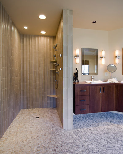 Mamparas de ducha: 10 opciones que se salen de lo típico