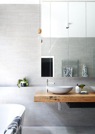 Modern Bathroom by PLANtoBUILD