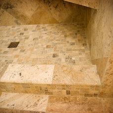 Modern Bathroom by CQC