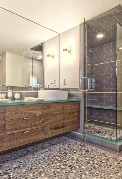 Midcentury Bathroom by Andrea Serrico