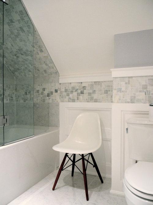 Salle d 39 eau avec un lavabo de ferme et un placard porte for Cabine de douche avec wc et lavabo