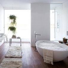 Modern Bathroom by Hydrology