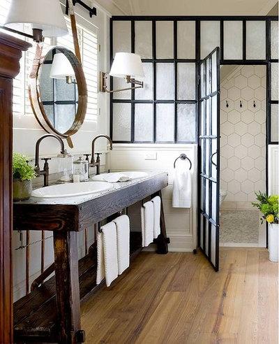 Lantlig Badrum by By Design Custom Home Concierge