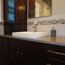 Modern Bathroom by CHC Interior Design & ReDesign