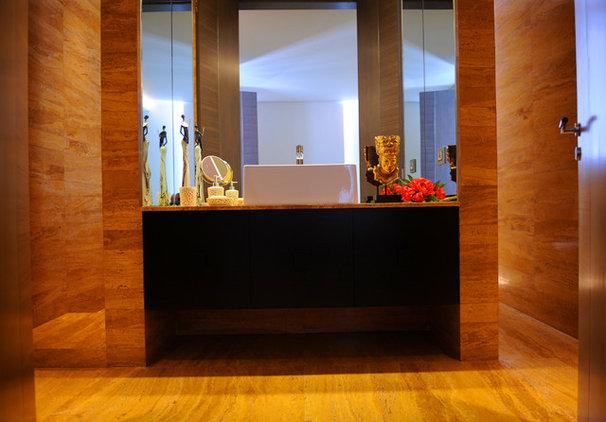 Contemporary Bathroom by Ibrahim Radwan