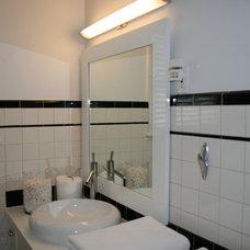 Contemporary Bathroom by Ieteke