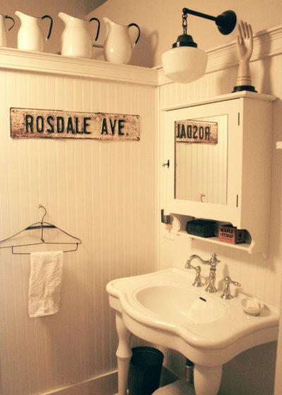 Rustic Bathroom by Ieteke