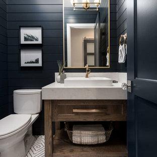 ソルトレイクシティの広いトランジショナルスタイルのおしゃれなマスターバスルーム (落し込みパネル扉のキャビネット、黒いキャビネット、アルコーブ型シャワー、一体型トイレ、ベージュのタイル、磁器タイル、黒い壁、セラミックタイルの床、ベッセル式洗面器、珪岩の洗面台、白い床、白い洗面カウンター) の写真