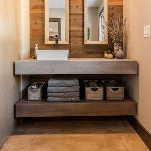 Foto de cuarto de baño principal, urbano, de tamaño medio, con lavabo sobreencimera y encimera de cemento