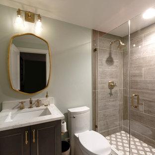 Exempel på ett industriellt badrum