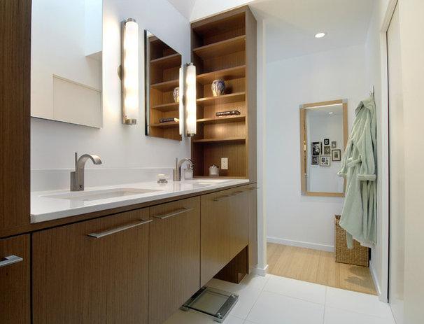 Contemporary Bathroom by David Vandervort Architects