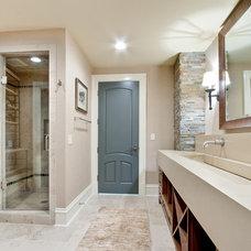 Modern Bathroom by Insidesign