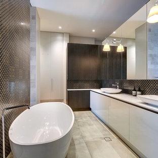 Contemporary bathroom in Adelaide.