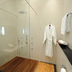 modern bathroom by Anna Gauck
