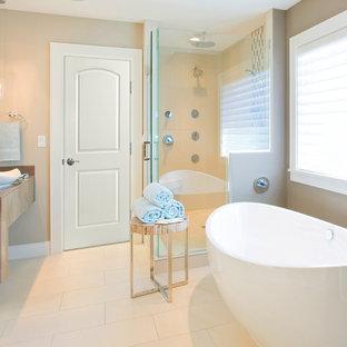 Ispirazione per una stanza da bagno padronale moderna di medie dimensioni con vasca freestanding, doccia aperta, piastrelle bianche, piastrelle in gres porcellanato e top in acciaio inossidabile
