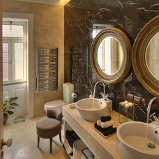 Eclectic Bathroom by Ruben Cardoso