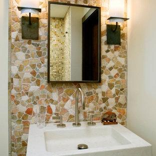 Idée de décoration pour une salle de bain asiatique de taille moyenne avec un carrelage multicolore.