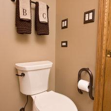 Traditional Bathroom by Invisia