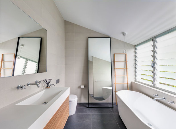 Contemporary Bathroom by CplusC Architectural Workshop