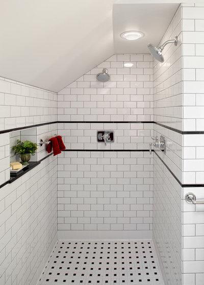 トラディショナル 浴室 by Fouch Building & Remodeling