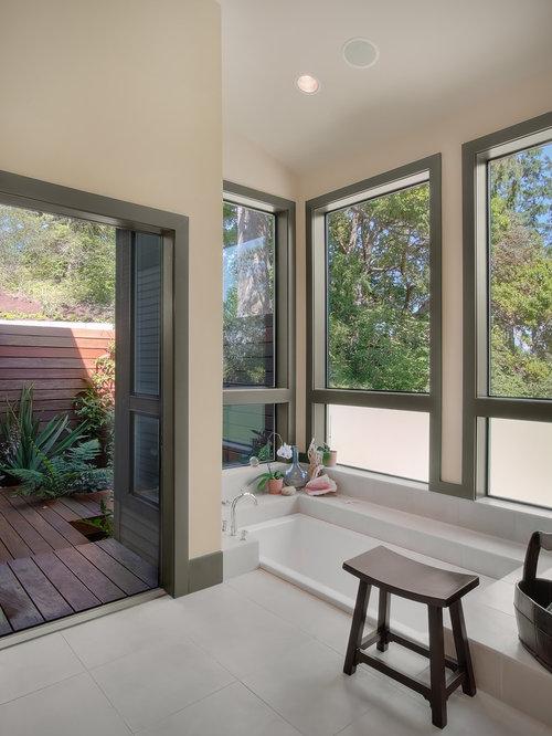 badezimmer mit orangefarbenen schr nken und steinplatten ideen design bilder houzz. Black Bedroom Furniture Sets. Home Design Ideas