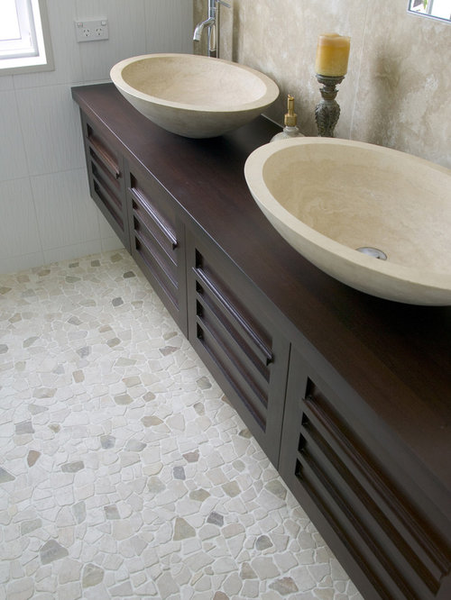 pebble tile floor bathroom island random pebble floor 19924 | 2e61ce3c0f5c1b0f 7595 w500 h666 b0 p0 modern bathroom