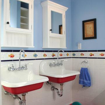 Isle of Palms Beachfront Kid's Bathroom