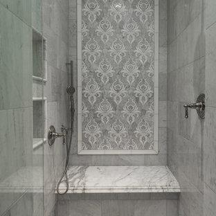 Idéer för ett mycket stort rustikt flerfärgad en-suite badrum, med luckor med infälld panel, grå skåp, ett platsbyggt badkar, en dusch i en alkov, en toalettstol med hel cisternkåpa, grå väggar, marmorgolv, ett fristående handfat, marmorbänkskiva, flerfärgat golv och dusch med gångjärnsdörr
