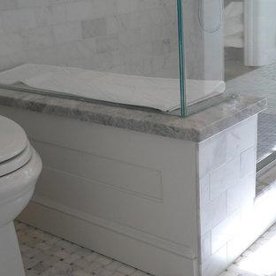 Imagen de cuarto de baño infantil, clásico, de tamaño medio, con lavabo bajoencimera, armarios con paneles empotrados, puertas de armario blancas, encimera de granito, ducha abierta, sanitario de dos piezas, baldosas y/o azulejos grises, baldosas y/o azulejos de piedra, paredes blancas y suelo con mosaicos de baldosas