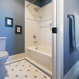 Imagen de cuarto de baño infantil, de estilo americano, con puertas de armario blancas, ducha empotrada, baldosas y/o azulejos multicolor, paredes azules y bañera empotrada