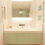 Boy S Bathroom Jade Modern Bathroom Miami By 2id