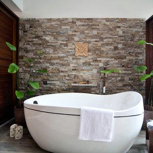Modelo de cuarto de baño de estilo zen, pequeño, con bañera exenta