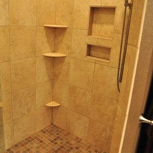 他の地域のトラディショナルスタイルのおしゃれな浴室の写真