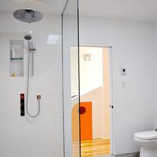 Modern Bathroom by Bipède