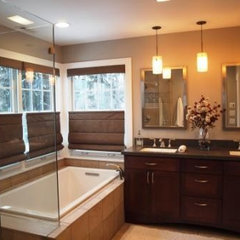 modern bathroom Jennifer Runner